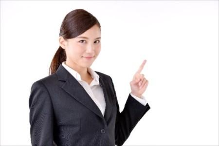 骨盤矯正は大阪府で整体を行っている【ウェルネスセラピー】へご相談を!-大阪府で整体院をお探し・骨盤矯正をご希望の方はぜひご利用ください-頭痛・肩こり・腰痛など、体の歪みからくる不調のご相談を承りますと表現した女性の画像